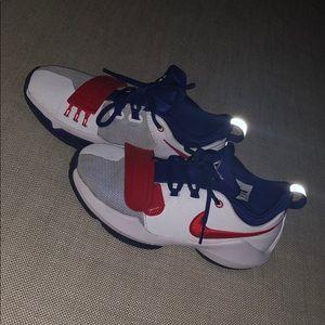 83b17a6b8e5 Nike kids Paul George basketball shoes